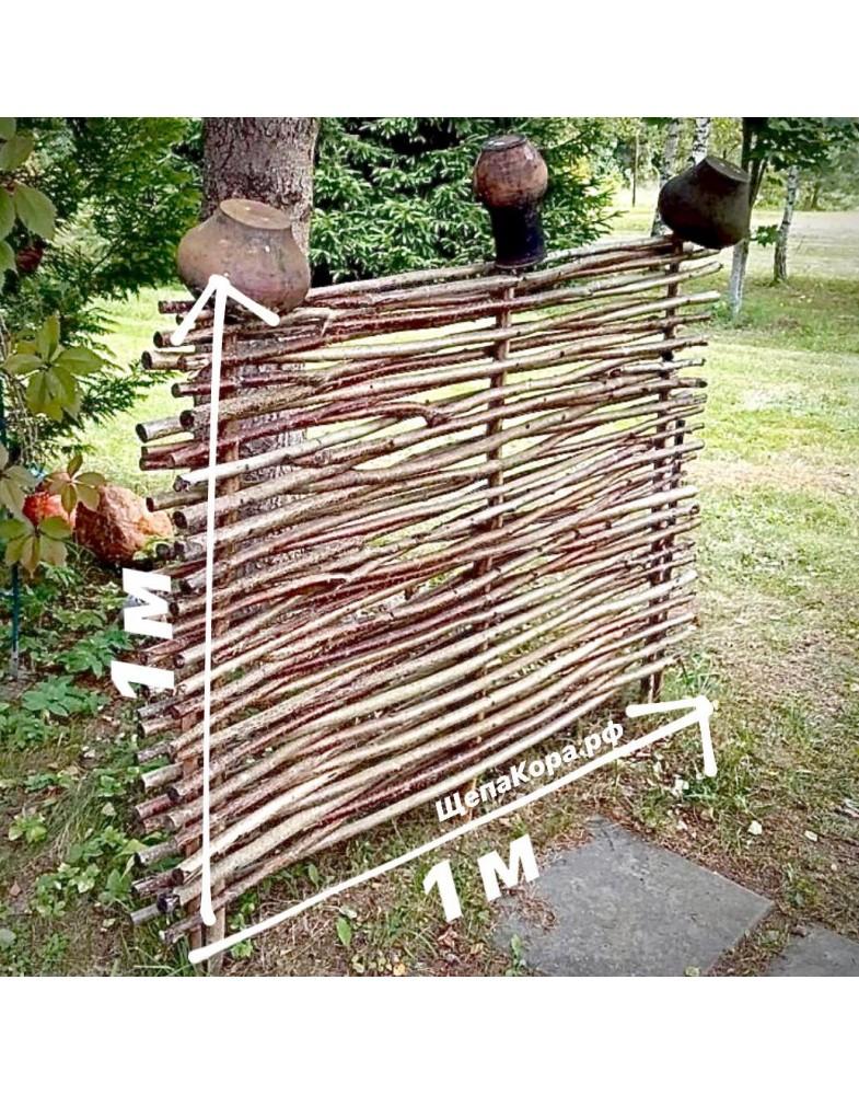 Плетеный забор из веток орешника в Москве