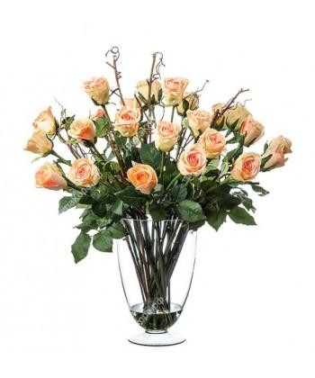 Композиция розы светло-персиковые в стеклянной вазе с водой, 56 см